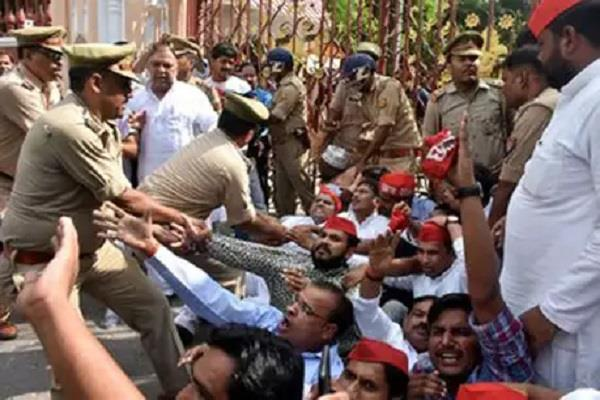 sp protests on 25 point demands police showers sticks