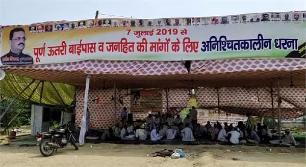 farmers sitting on hunger strike