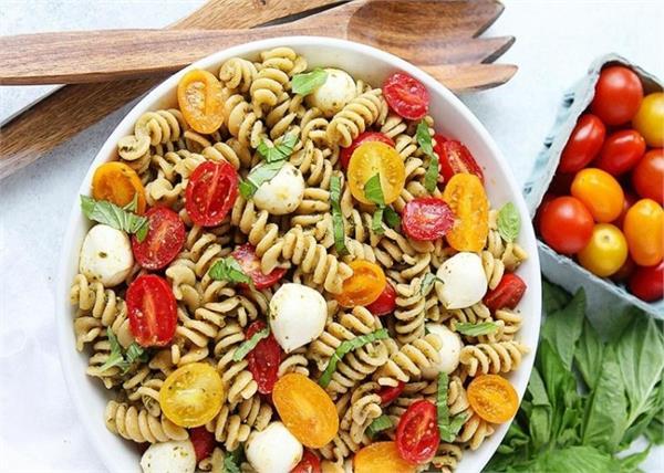 घर पर बनाएं हैल्दी और टेस्टी पेस्टो पास्ता सलाद