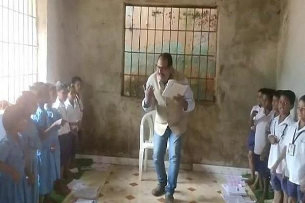 dancing sir wins internet with unique teaching style