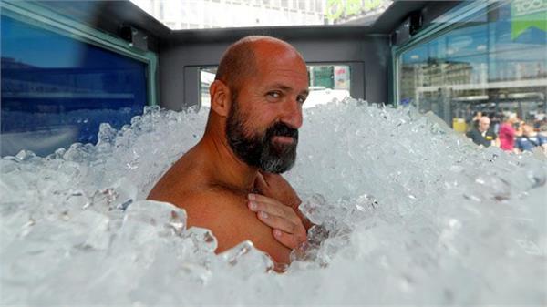 austrian man breaks world record for longest time spent submerg