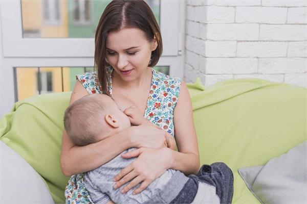 Breastfeeding से जुड़े मिथक, जिन्हें ना चाहते हुए भी मानती है भारतीय महिलाएं