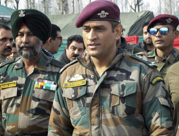 ms dhoni images, ms dhoni photos, ms dhoni army image, dhoni images, महेंद्र सिंह धोनी फोटो