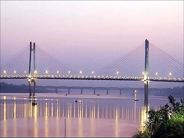 youth has given a jump in yamuna from naini bridge in prayagraj