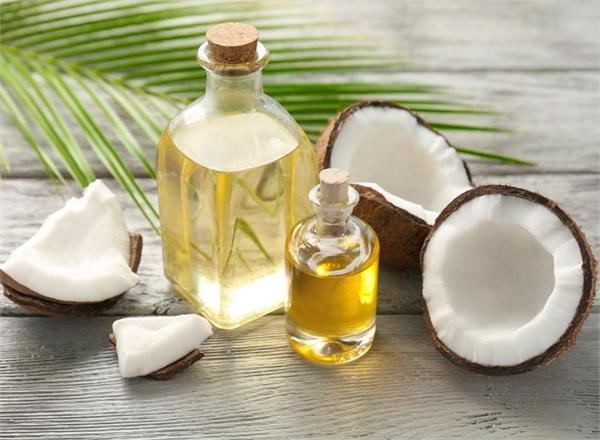Overnight Tips: मुहांसे हो या झड़ते बाल, इन 10 ब्यूटी प्रॉब्लम्स का हल नारियल तेल