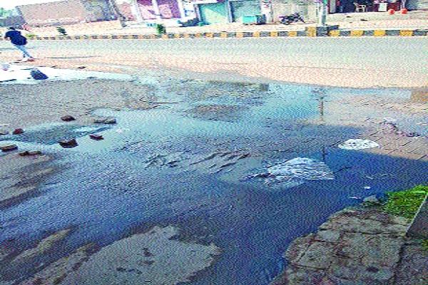 mohalla residents upset due to sewerage overflow