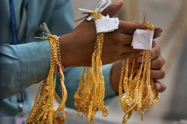 gold shines by rs 50 silver slips by rs 825