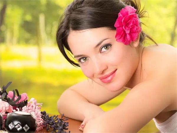 Beauty Tips: 10 रुपए की इस चीज से करें फेशियल, चेहरे पर आएगा पार्लर जैसा निखार