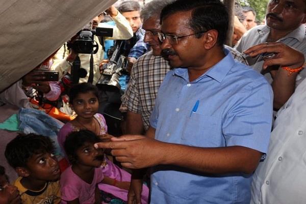 kejriwal met flood victims