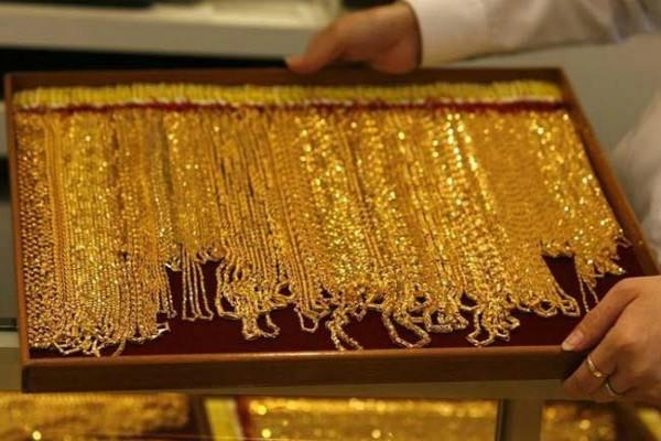gold weakens in futures market due to profit booking