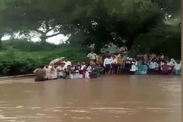 heavy rain havoc in mandsaur two days holiday in schools