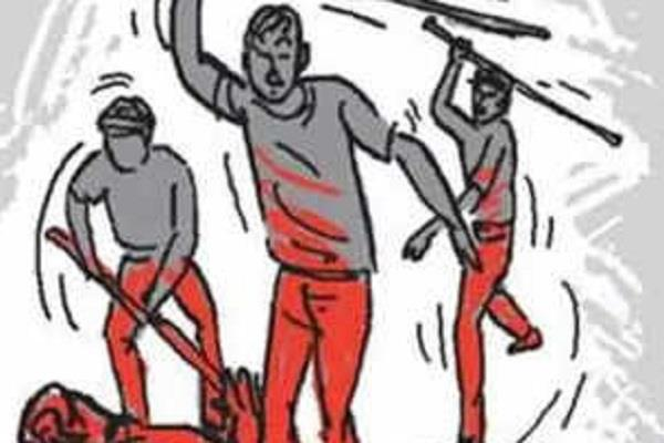 angry mob thrashed 3 sadhus by kidnapping child
