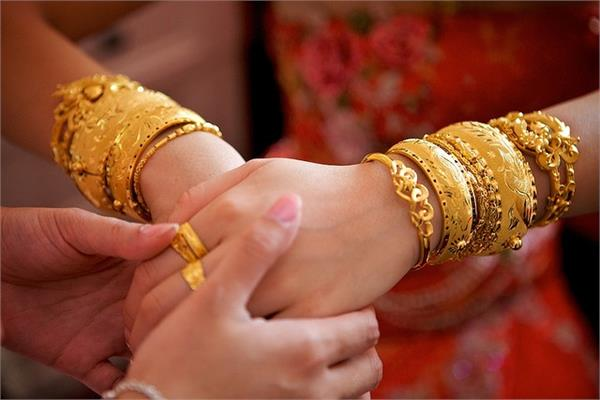 gold prices cross rs 38800 silver also shines