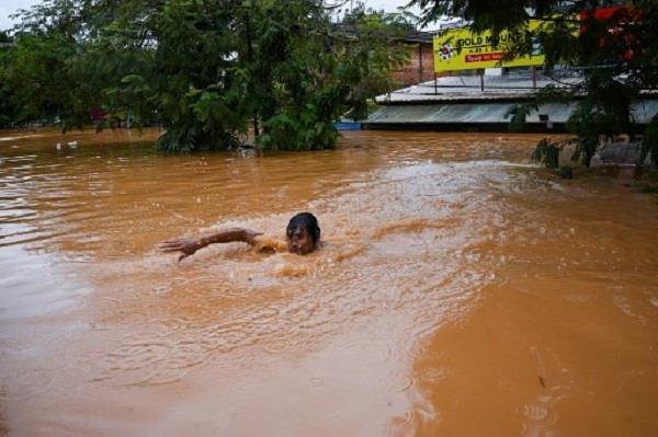 myanmar landslide kills 51  troops help flood rescue