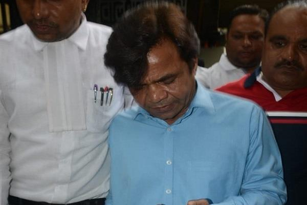 actor rajpal yadav s muscle in indore court