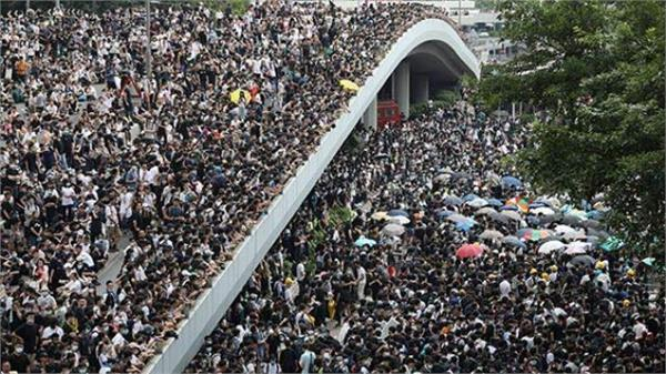hong kong protesters tear gassed after clashes with police