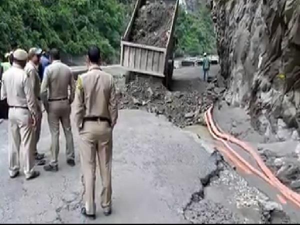 closed roads of kullu district restored