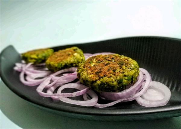 किटी पार्टी हो या फंक्शन, मेहमानों को बनाकर खिलाएं टेस्टी कबाब
