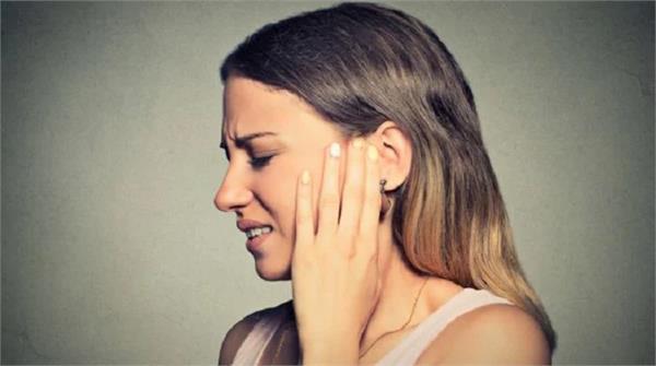 दर्द से लेकर इंफेक्शन से मिलेगी राहत, कान में डालें इस तेल की 2 बूंदें