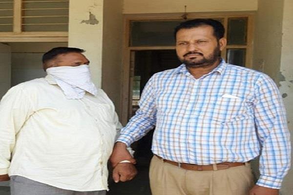 senior section engineer of railway taking bribe