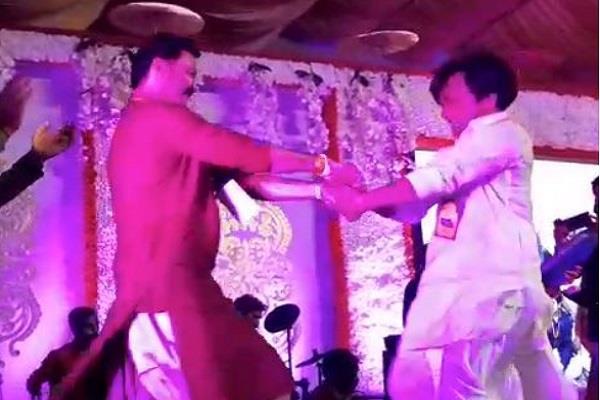 mla sanjay pathak and rajpal yadav dancing video