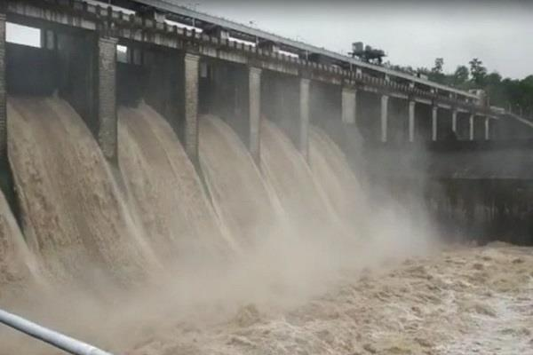 heavy rains in mp seven gates of satpura dam opened