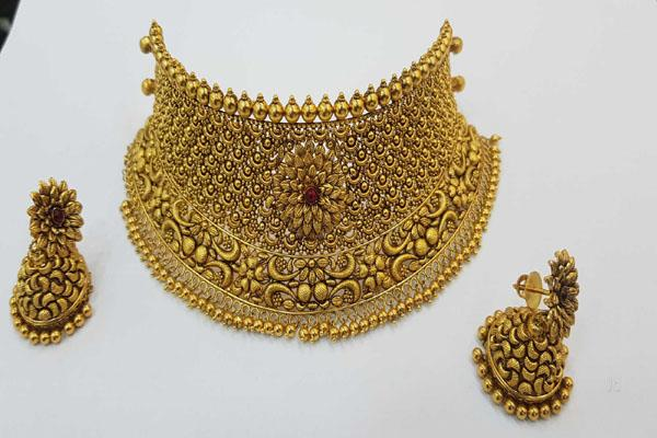 gold jumped by rs 250 to rs 38670 silver crossed 45 thousand