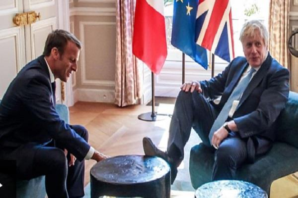 boris johnson put his foot in it in talks with macron