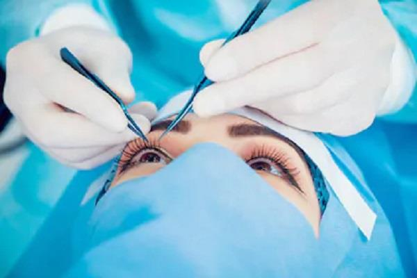 two women have eyes removed after cataract surgery