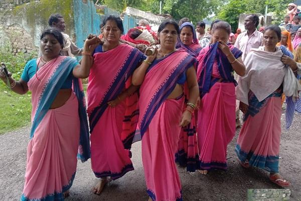 anganwadi workers shoulder the bier on the death of their partner