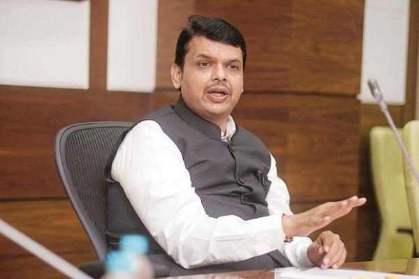 government will waive loans of farmers up to 1 hectare devendra fadanvis