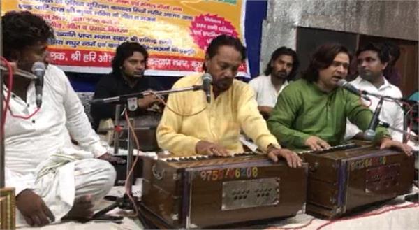 muslim qawwals tied the gathering in shri krishna s birth anniversary