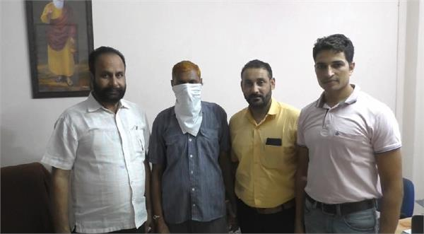 je of electricity department caught taking bribe of 5000