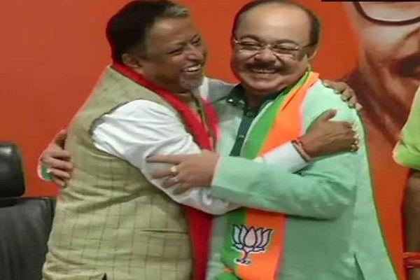 former kolkata mayor sowan chatterjee joins bjp