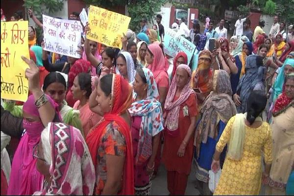 road shows in a unique manner regarding demands