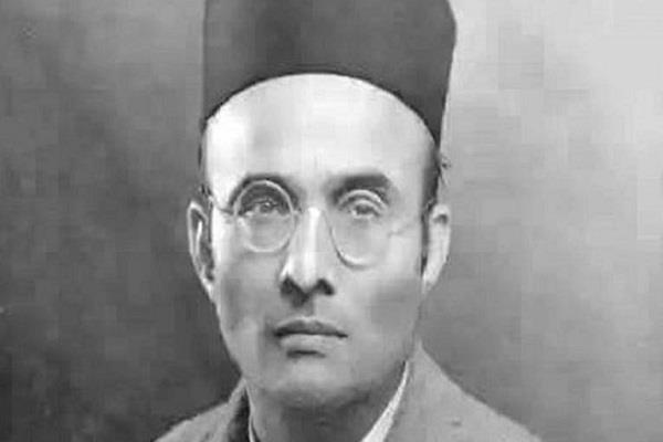 abvp erects statue of veer savarkar at du s north campus gate nsui protests