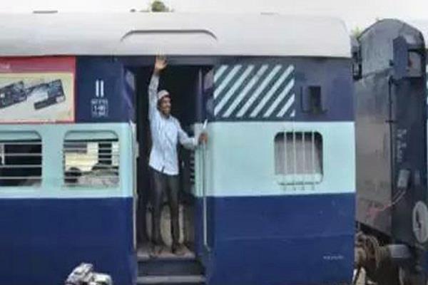 26 people of godhra stranded in karachi returned to india