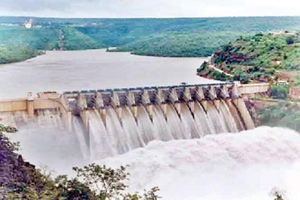 the administration issued alerts on rise of sutlej beas and ravi rivers