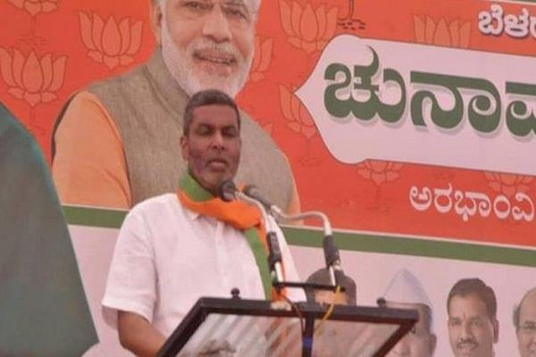 bjp mla in karnataka threatens to topple his own party s government
