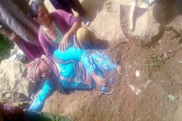 women came in grip of debris