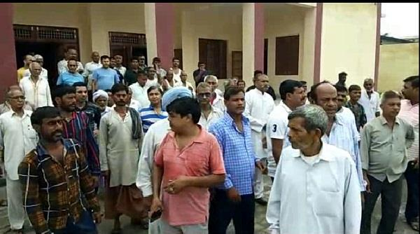 villagers protesting against police in sonipat