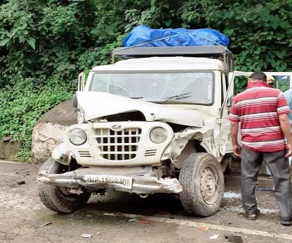 collision between truck and jeep