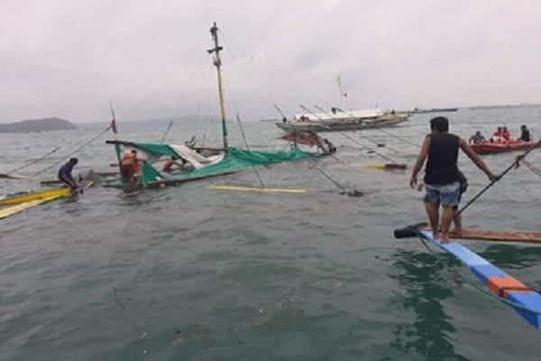 7 killed 31 rescued by sinking boats in philippine