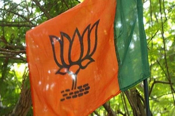 clash between two groups of bjp workers in bengal
