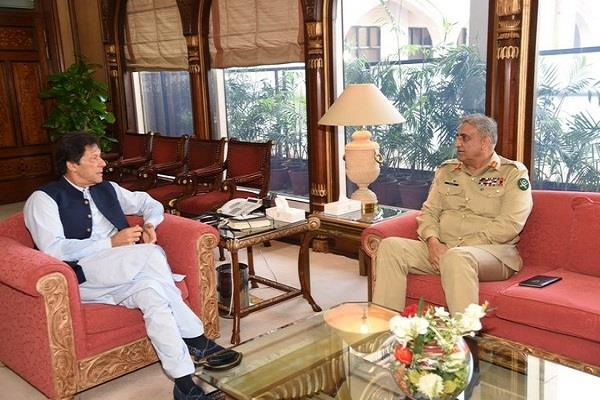 pakistani prime minister army chief discusses the situation in kashmir