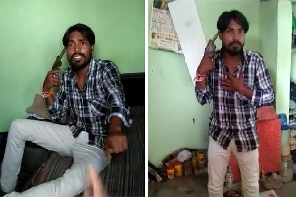 mad ashiq reached minor girl s house with gun insisted to marry