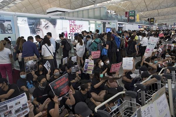 violence and protests continue in hong kong