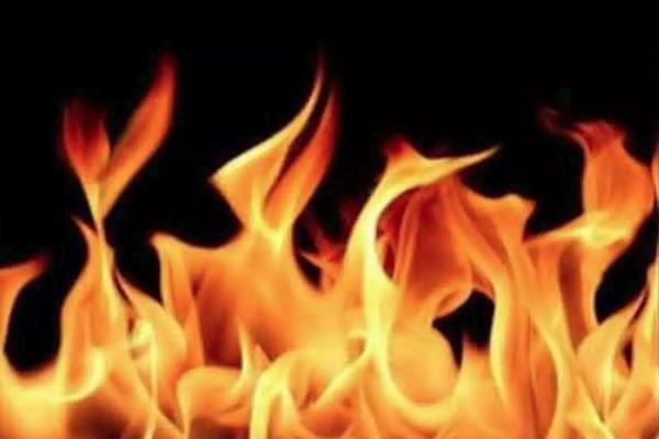 flat fire in southeast delhi 3 people scorched