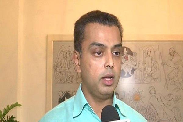 former congress mp milind deora praised modi s houston program