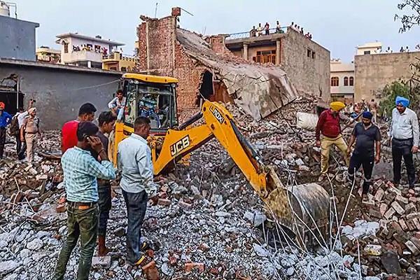 traumatic death in fire in batala firecracker factory